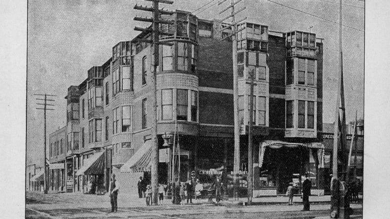 H. H. Holmes mendirikan istana pembunuhan